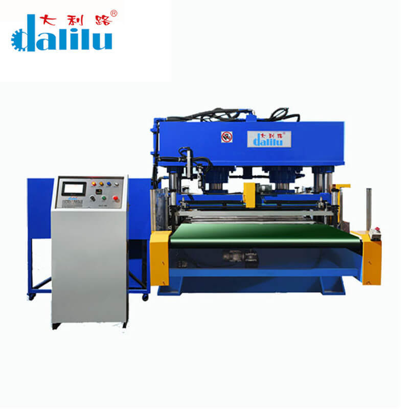 Automatic Conveyor Belt Feeding Type Cutting Machine For Leather DLC-9C