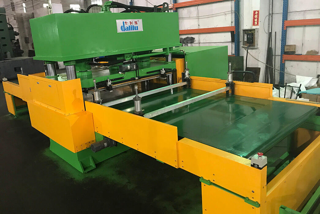 Automatic Feeding Conveyor Type Hydraulic Die Cutting Machine For Car Leather DLC-9C-1