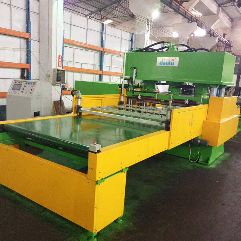 Automatic Feeding Conveyor Type Hydraulic Die Cutting Machine For Car Leather DLC-9C-2